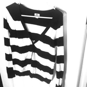Black/White striped V-neck cardigan